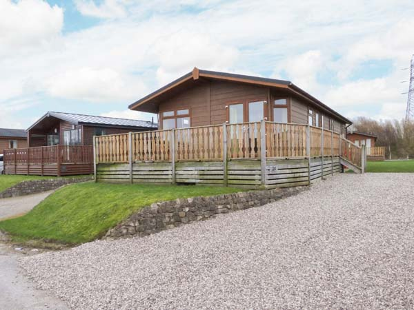 Gressingham Twenty Four Pet-Friendly Cottage, South Lakeland Leisure Village, Cumbria & The Lake District (Ref 12263),Carnforth