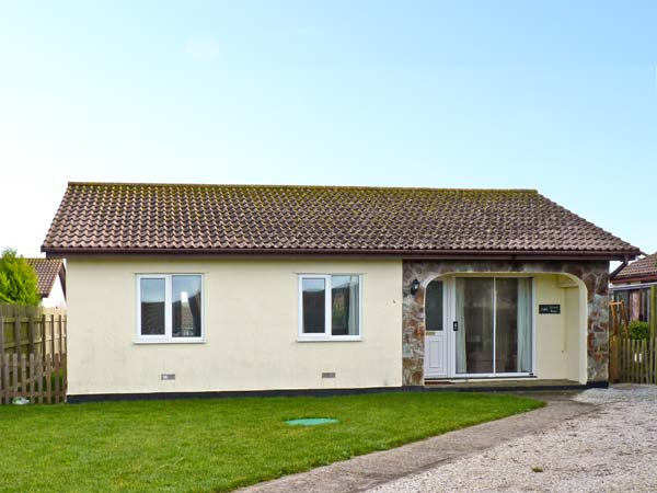 Seven Bays Pet-Friendly Cottage, St Merryn, South West England (Ref 3954),Padstow
