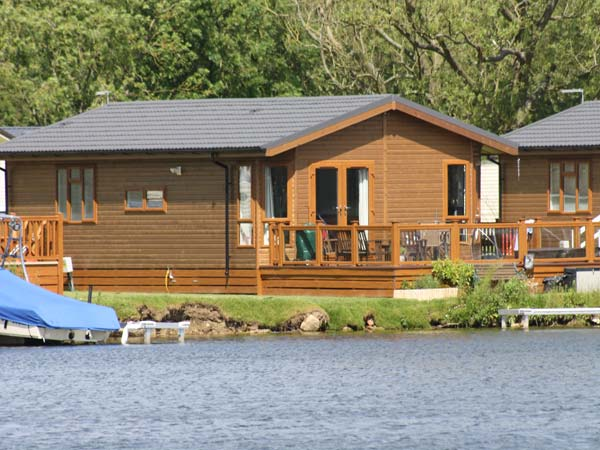 Lakeside Lodge Family Cottage, Tattershall Lakes Country Park, East Anglia (Ref 905227),Woodhall Spa