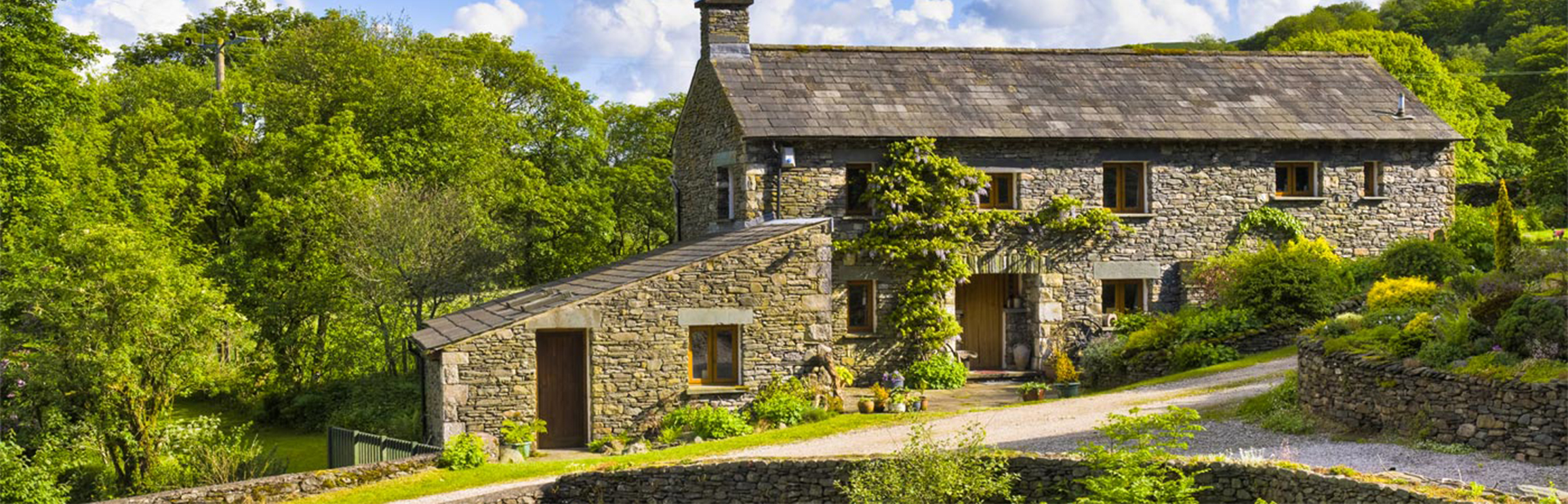 How to Name Your Holiday Cottage: Guide and Name Generator