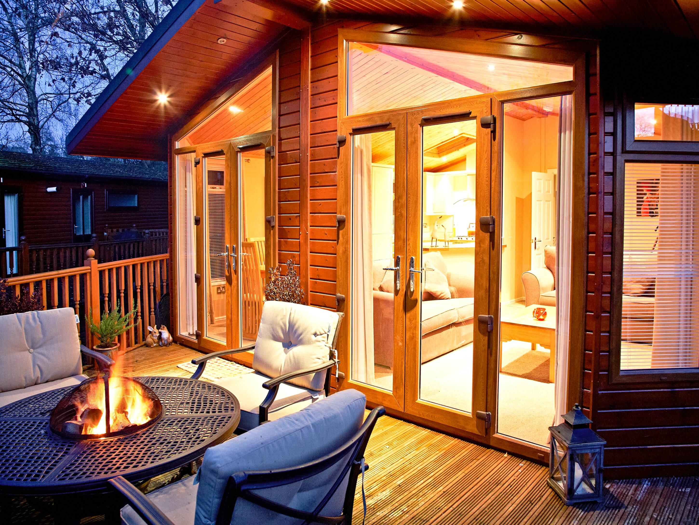 Luxurious Romantic Log Cabin