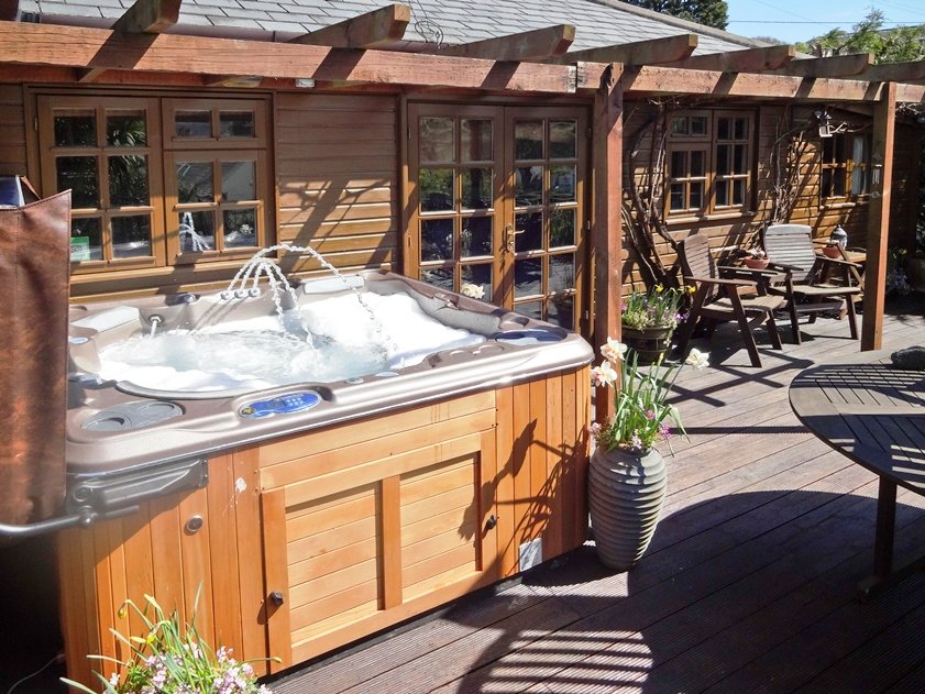 Holiday cottage with hot tub in Isle of Wight