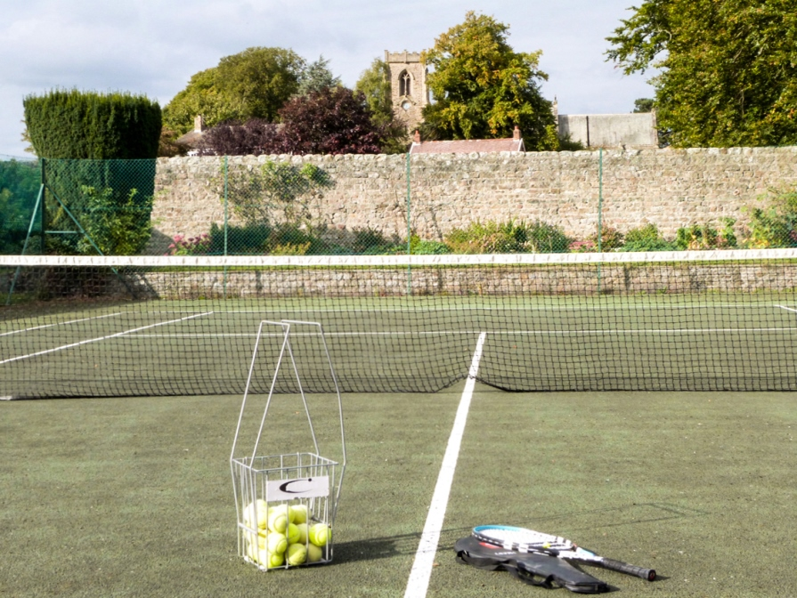 Holiday cottage with tennis court in Yorkshire Dales