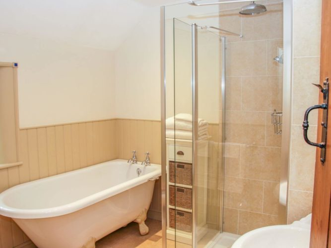 Bathroom Cleaning Guide Changeover Checklist