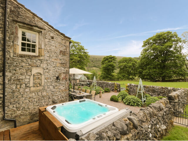 hilltop house hot tub