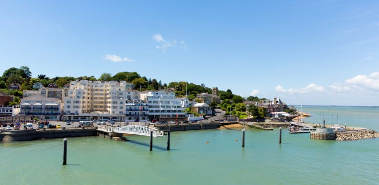 cowes harbour boats isle of wight