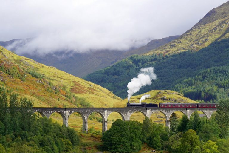 glenfinnian viaduct jacobite train scotland