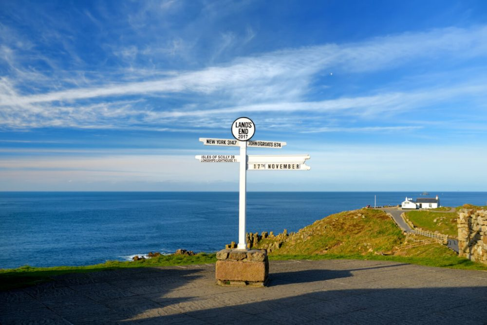 lands end signpost cornwall