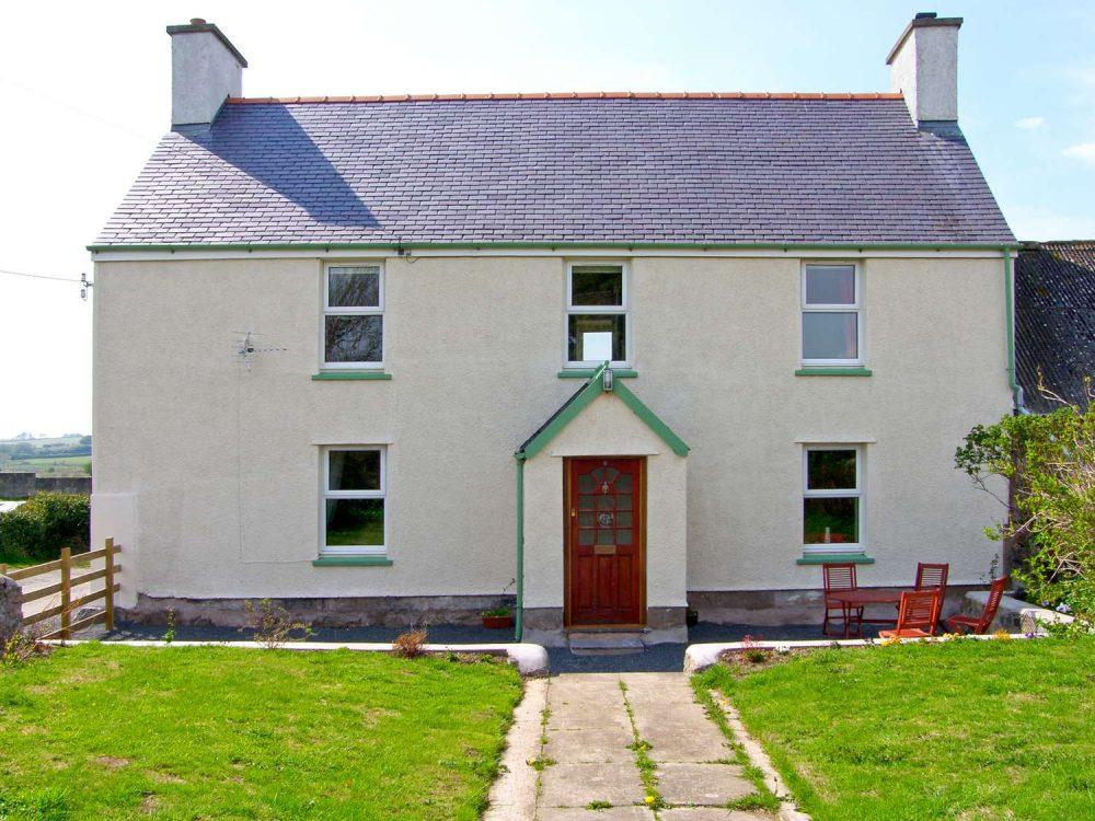 large cottages in caernarfon