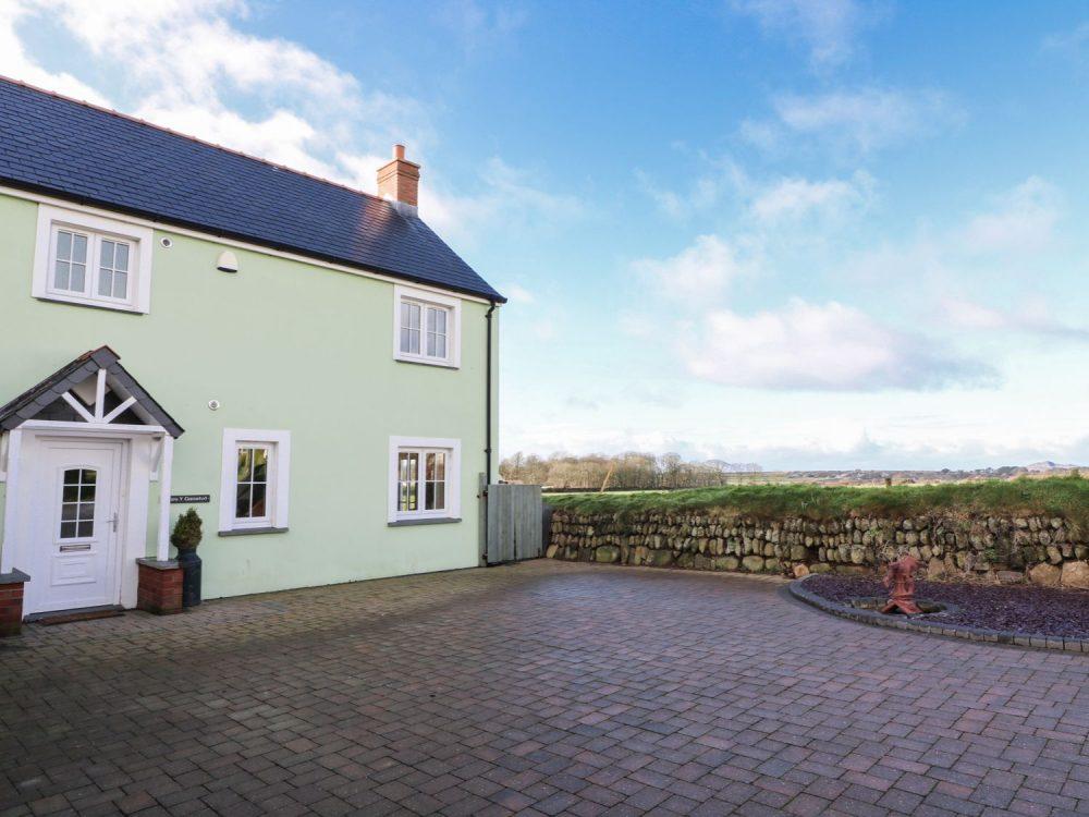 large cottages in st davids
