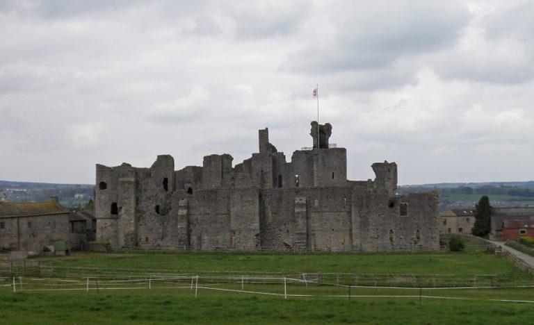 middleham castle north yorkshire