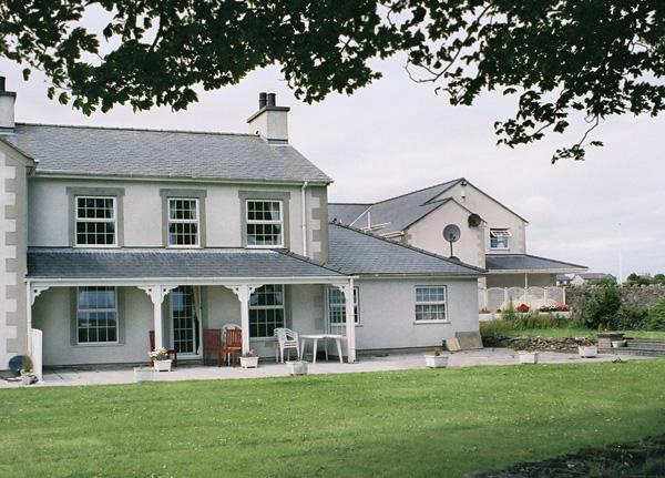 Storws Wen Pet-Friendly Cottage, Benllech, North Wales (Ref 1161)
