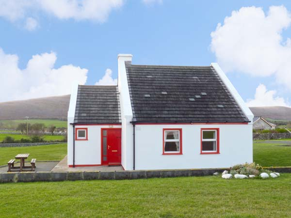 1 Cois Cuaine Pet-Friendly Cottage, Bellharbour, County Clare, Shannon (Ref 11782)