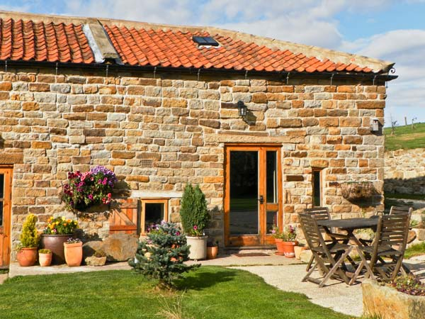 Swallow Cottage Pet-Friendly Cottage, Staintondale, North York Moors & Coast (Ref 1196)