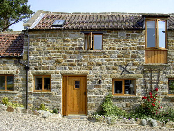 Granary Cottage Pet-Friendly Cottage, Staintondale, North York Moors & Coast (Ref 1211)