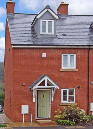 12 Library Terrace Family Cottage, Dursley, Cotswolds (Ref 12805)