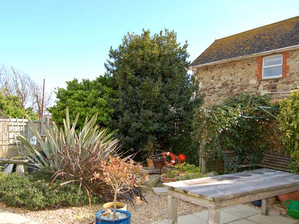 1 Ocean View Beach Cottage, Freshwater, Isle Of Wight, South Coast (Ref 13827)