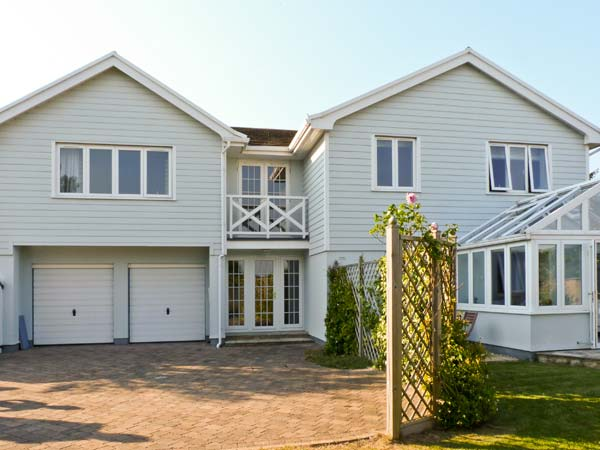 Chartfield Beach Cottage, Yarmouth, Isle Of Wight, South Coast (Ref 15493)