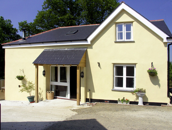 Pheasant's Roost Pet-Friendly Cottage, Broadwoodkelly, South West England (Ref 1682)