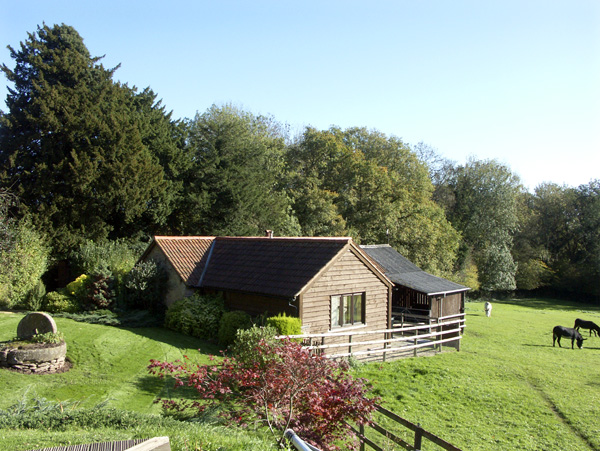 Healer's Cottage Pet-Friendly Cottage, Hoarwithy, Heart Of England (Ref 1806)