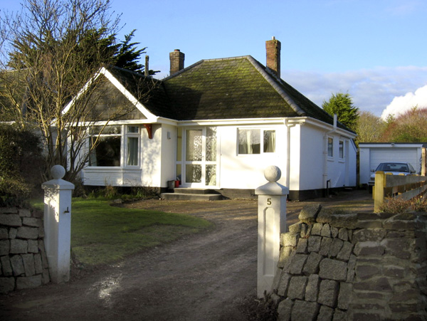 No 5 Carlyon Road Pet-Friendly Cottage, Playing Place, South West England (Ref 1939)
