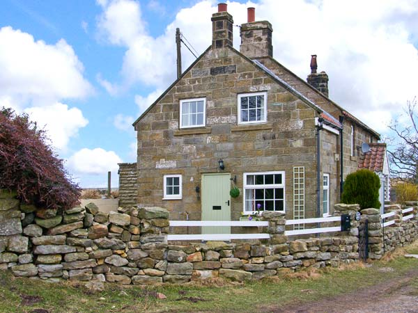 1 Hilltop Cottage Pet-Friendly Cottage, Lealholm, North York Moors & Coast (Ref 19569)