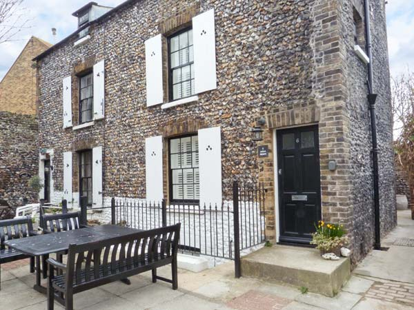6 Union Square Pet-Friendly Cottage, Broadstairs, South Coast (Ref 22370)
