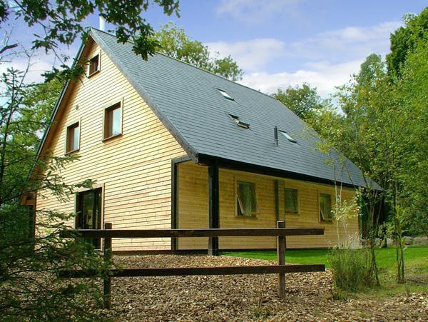 Weaver Family Cottage, Ramshorn Wood Near Alton Towers, Peak District (Ref 2429)