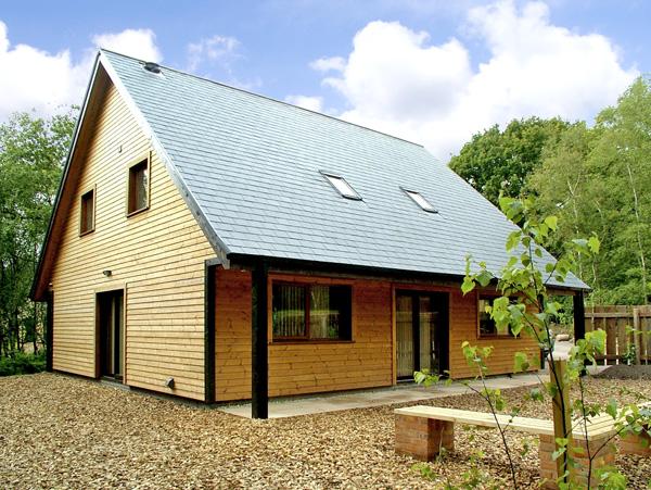 Norbury Pet-Friendly Cottage, Ramshorn Wood Near Alton Towers, Peak District (Ref 2432)