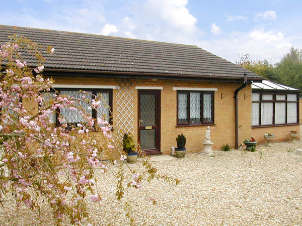 Long Acres Pet-Friendly Cottage, Old Leake, East Anglia (Ref 2946)