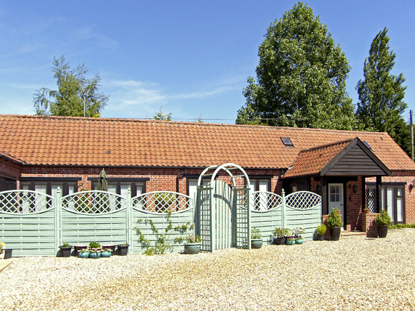 Stable Cottage Pet-Friendly Cottage, Necton, East Anglia (Ref 3505)