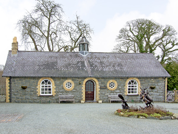 Woodberry Pet-Friendly Cottage, Talhenbont Hall Country Estate, North Wales (Ref 382)