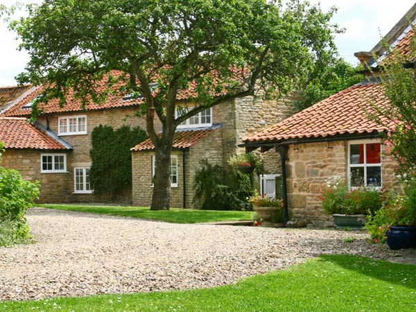 Lilac Cottage Family Cottage, Ebberston, North York Moors & Coast (Ref 3909)