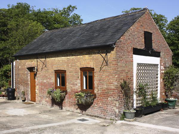 The Old Dairy Coastal Cottage, Herne, South Coast (Ref 3975)
