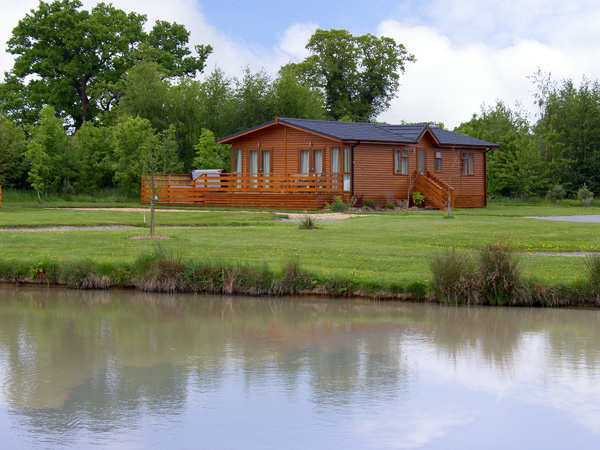 The Callow Lodge Countryside Cottage, Beaconsfield Holiday Park, Heart Of England (Ref 4057)