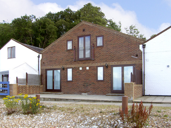 Sail Loft Beach Cottage, Yarmouth, Isle Of Wight, South Coast (Ref 4221)