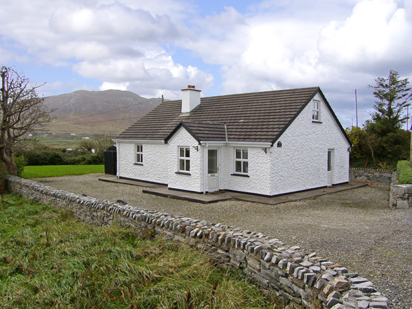 Stoney Cottage Beach Cottage, Tully, County Galway, West (Ref 4402)
