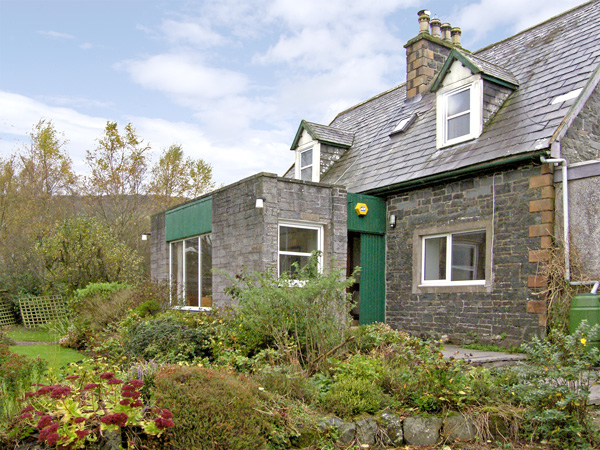 Nether Barr Farmhouse Pet-Friendly Cottage, Newton Stewart, Southern Scotland (Ref 492)