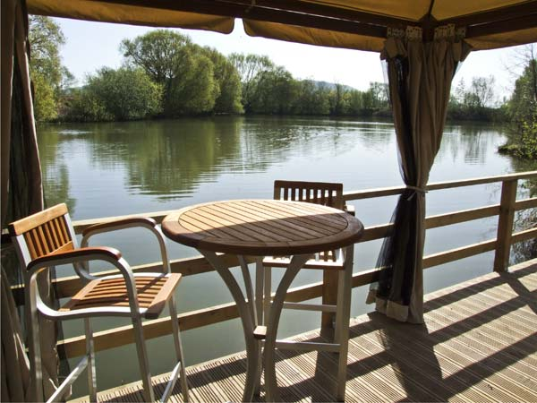 The Lakeside Yurt Pet-Friendly Cottage, Beckford, Cotswolds (Ref 6017)