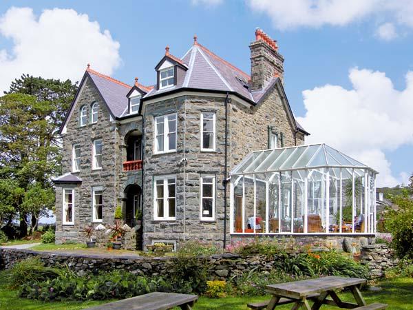 Pensarn Hall Pet-Friendly Cottage, Llanbedr, North Wales (Ref 7117)