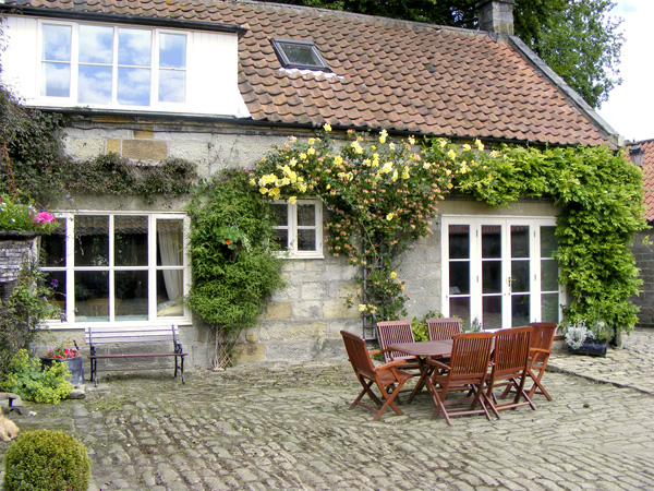 Ainthorpe Farm Cottage Pet-Friendly Cottage, Danby, North York Moors & Coast (Ref 738)