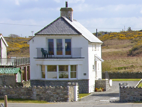 Porth House Beach Cottage, Trearddur Bay, North Wales (Ref 761)