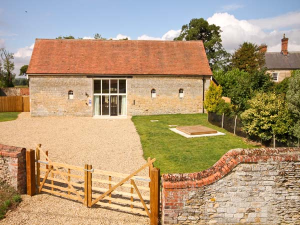 Manor Barn Family Cottage, Walcot, East Anglia (Ref 8688)