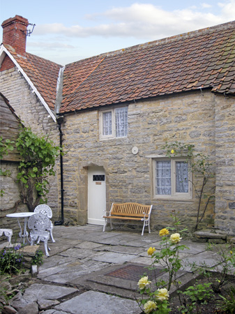 £245.00 for Butleigh near Street  self catering holiday