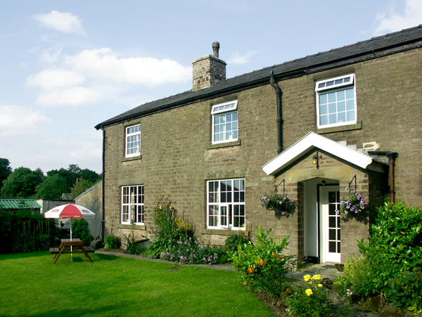 £250.00 for Combs near Buxton  self catering holiday