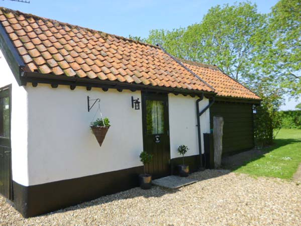 £203.00 for Bush Green near Pulham Market  self catering holiday