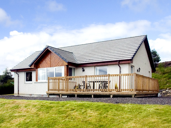 Enjoy a great self catering holiday in  Loch Tarvie near Strathpeffer