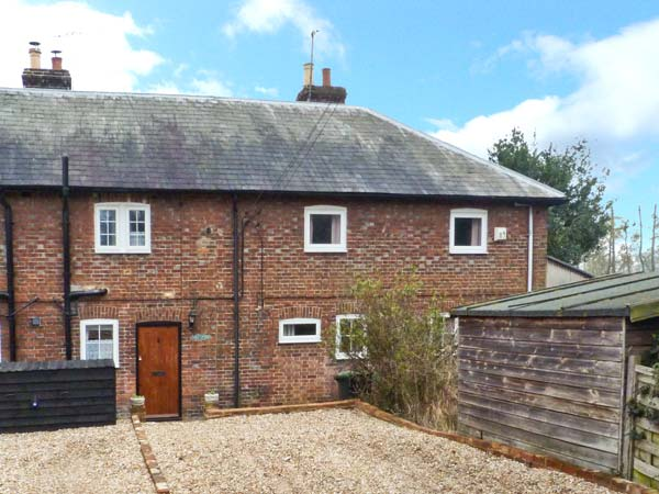 £236.00 for Chartham near Canterbury  self catering holiday
