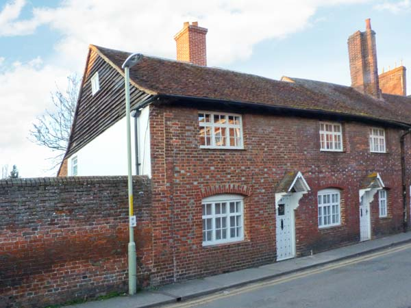 £302.00 for Canterbury  self catering holiday