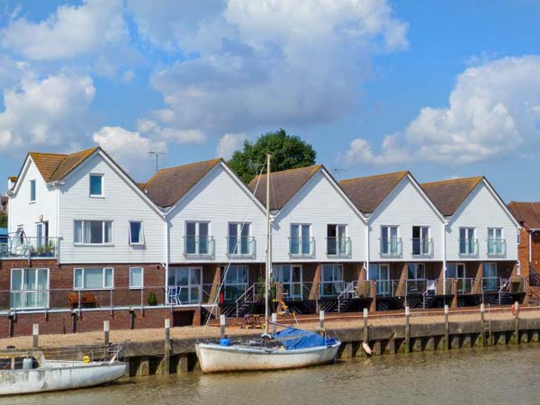 £317.00 for Rye  self catering holiday